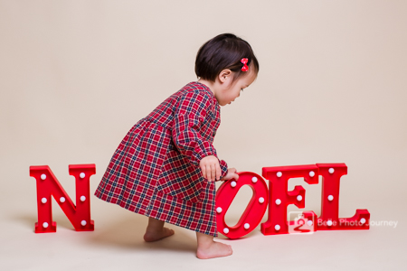 Christmas mini session with prop